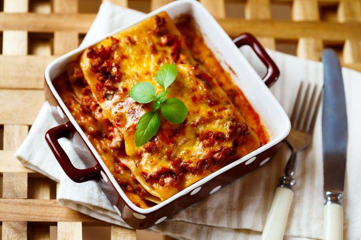 Μπορούν να χαρακτηριστούν και ως διαφορετική εκδοχή του παστίτσιου, τα λαζάνια όμως έχουν τη δική τους μοναδική γεύση που τα κάνει να ξεχωρίζουν. Σερβίρονται ως ορεκτικό στα γιορτινά τραπέζια, αλλά παρέα με μια σαλάτα είναι και ένα πρώτης τάξεως κυρίως πιάτο.