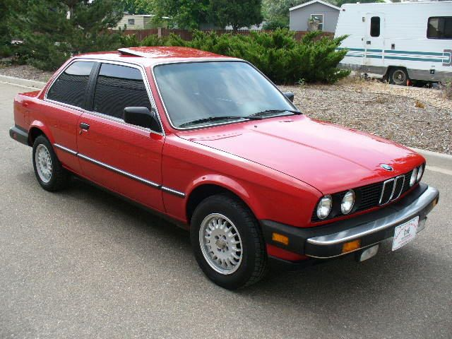 1985 BMW 325e - I so want a 70s or 80s BMW. Too bad I know nothing about cars...nor do I have anywhere to store it, for that matter.