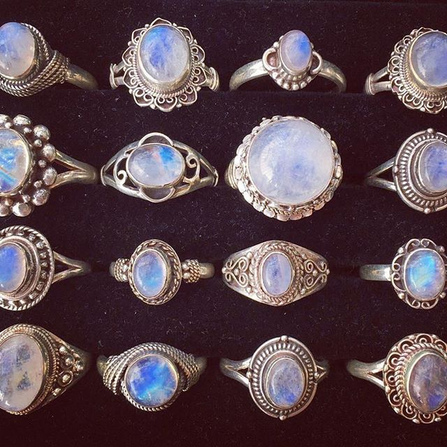 Sterling silver genuine rainbow moonstone rings from $15 USD with the largest being $38 USD Worldwide shipping only $2.3 USD ✈️  #boho www.thenamasteboutique.com