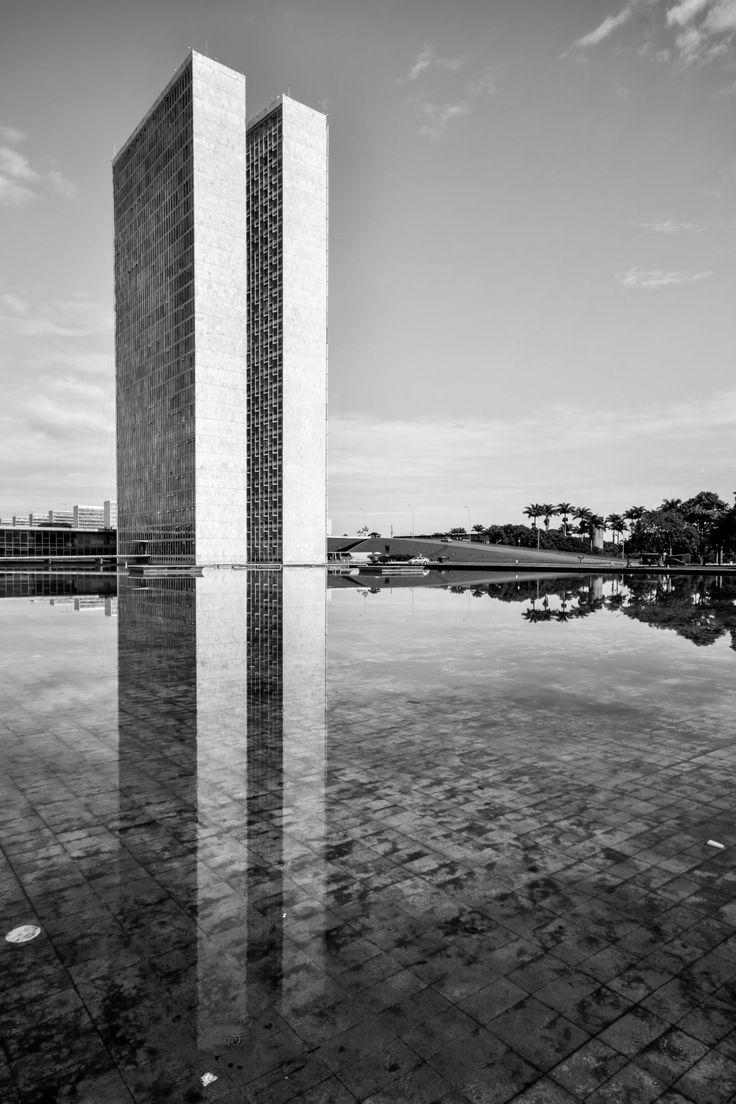 Oscar Niemeyer, Gonzalo Viramonte · Palácio do Congresso Nacional, 1960 · Divisare More