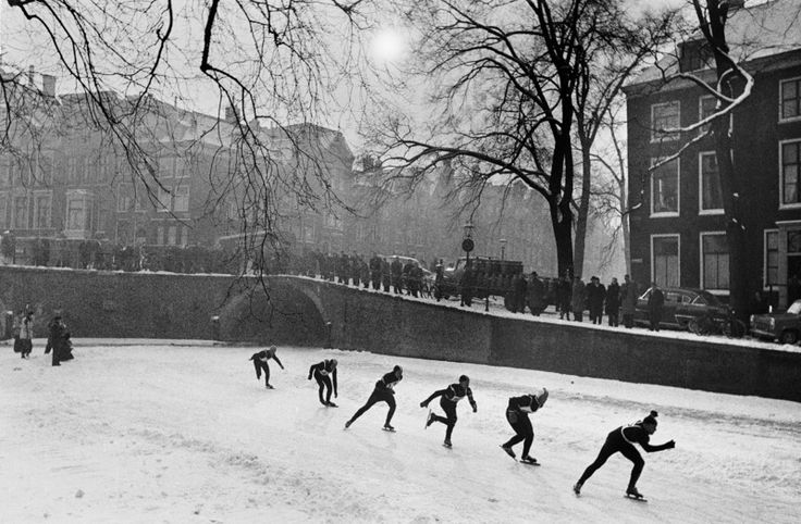 1956. Ice skating competition on the Herengracht in Amsterdam. Photo Ed van der Elsken #amsterdam #1956