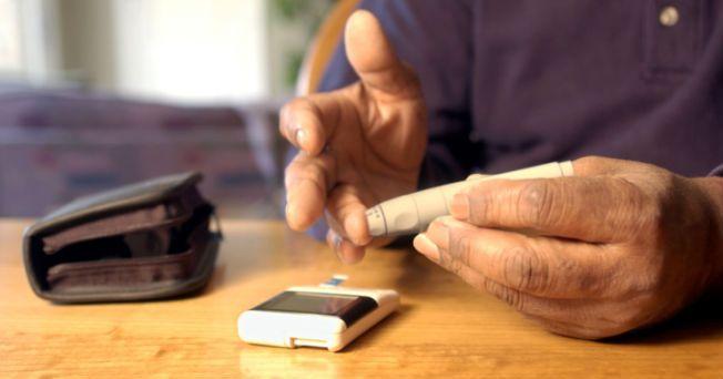 Actualmente existen en el mundo más de 346 millones de seres humanos con diabetes tipo 1 y 2. Se calcula que en 2004 fallecieron 3.4 millones de personas como consecuencia del exceso de glucosa en la sangre. Más del 80% de las muertes por diabetes se registran en países de ingresos bajos y medios, siendo casi la mitad de esas muertes de personas menores de 70 años y un 55% mujeres. La diabetes mellitus tipo 2, también llamada no insulinodependiente o de inicio en la edad adulta, representa…