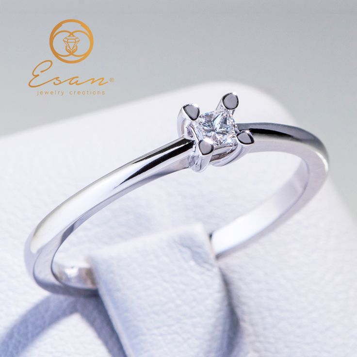 Inel de logodna din aur cu diamant patrat