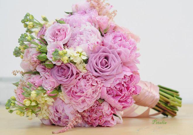 Imagini pentru buchet mireasa trandafiri englezesti
