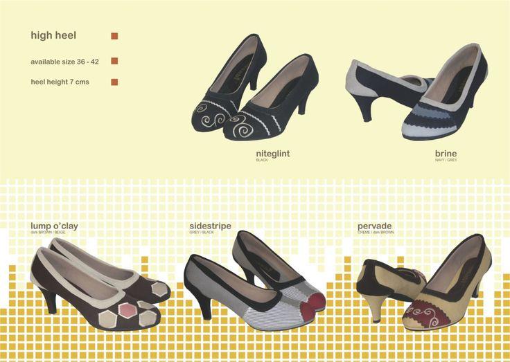 Produk detail Sepatu Mimosabi High Heel :      heel plastik tinggi hak 7 cm     bahan dasar kanvas     aplikasi perca dan kulit suede     avaliable size 36-42