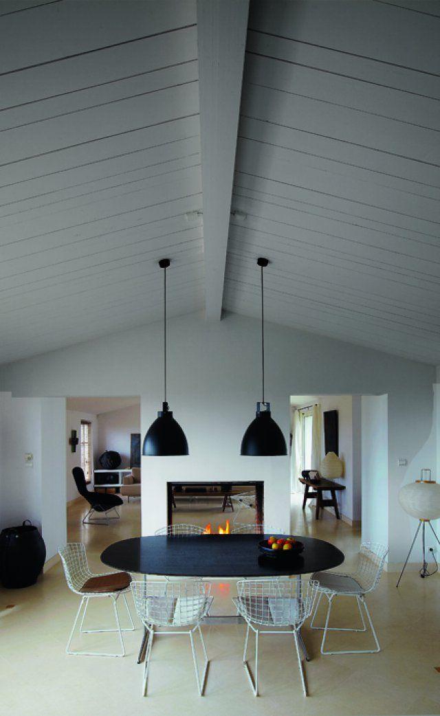 Une pièce à vivre spacieuse : côté salle à manger