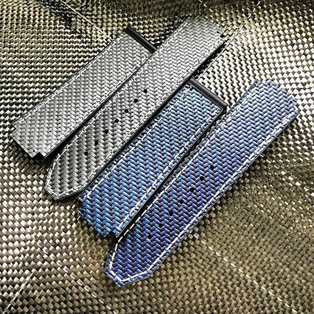 REPOST!!!  Introducing Our genuine 100% #carbonfiber straps in #bluecarbon for Royal Oak Offshore, Royal Oak, T3, Legacy, Grand Prix, IWC, Hublot, Panerai and many more changes at every angle! Low light, bright light, etc.  Choose your own stitching! In STOCK 100% genuine #watchstraps from #apbands for #hublot #bigbang #spiritofbigbang #royaloakoffshore #apstraps #apstrap #rolex #audemarsstrap #audemars #audemarsholics #audemarspiguet #audemarspiguetwatches #luxury #bespoke #dailywatch…