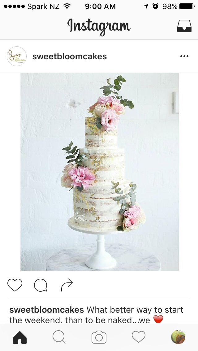 3 tier naked + flowers