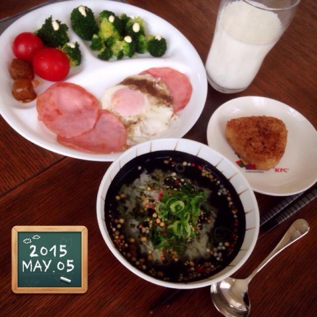 ・ハムエッグ ・ブロッコリーとトマトサラダ ・お弁当残りカレーミートボール ・梅茶漬け ・焼きおにぎり ・ミルク - 78件のもぐもぐ - 主人の朝ごはん❤︎ by amourrevema25