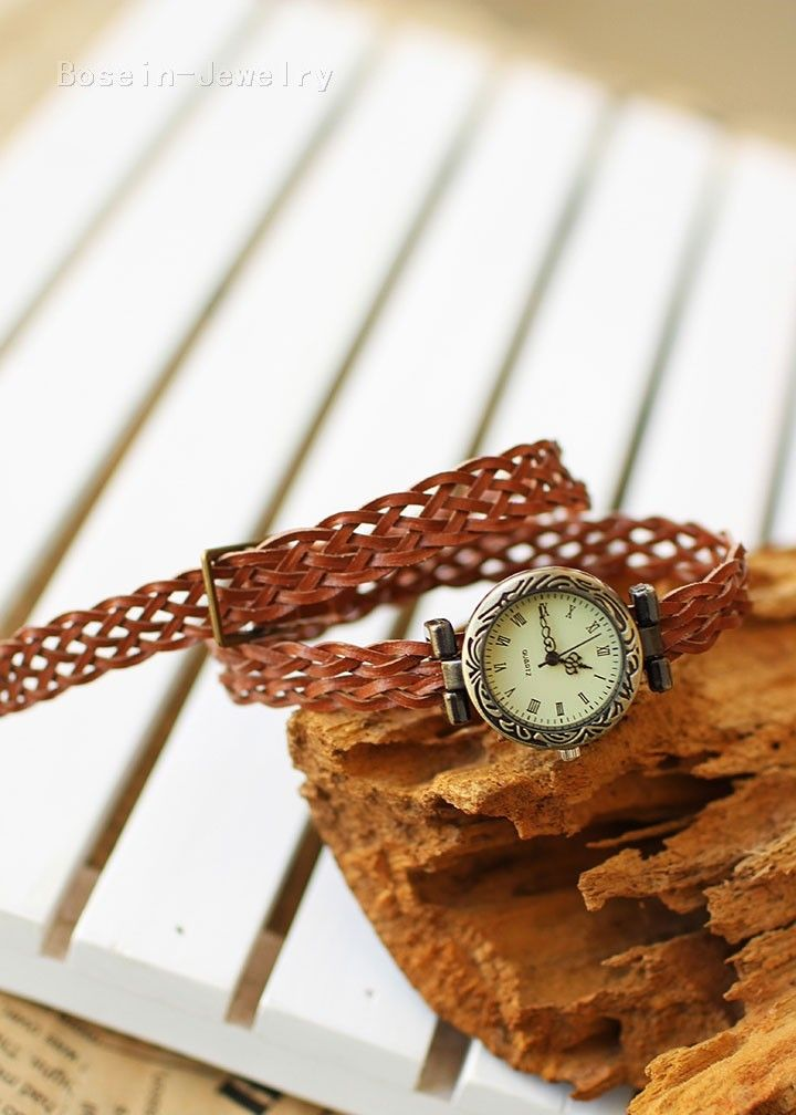Brown Vintage Hand-waved Rattan Quartz Women Watch