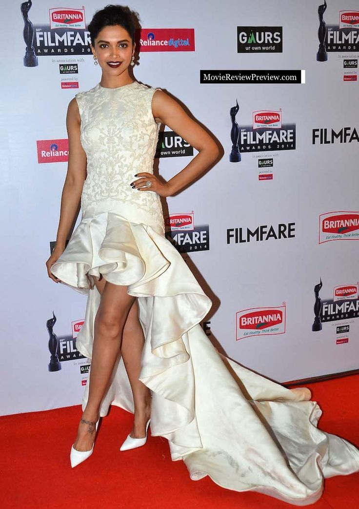 Deepika Padukone in film fare award 2015
