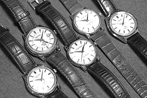 グランドセイコーの現行モデルです。1969年のクリスマスにSEIKOは世界初の水晶発振式腕時計を発売しました。いわゆるクォーツ時計です。この時計の発売により、スイスは壊滅的な打撃を受けるとともに、SEIKOも自社の最高級ラインであるグランドセイコーを製造中止せざるを得