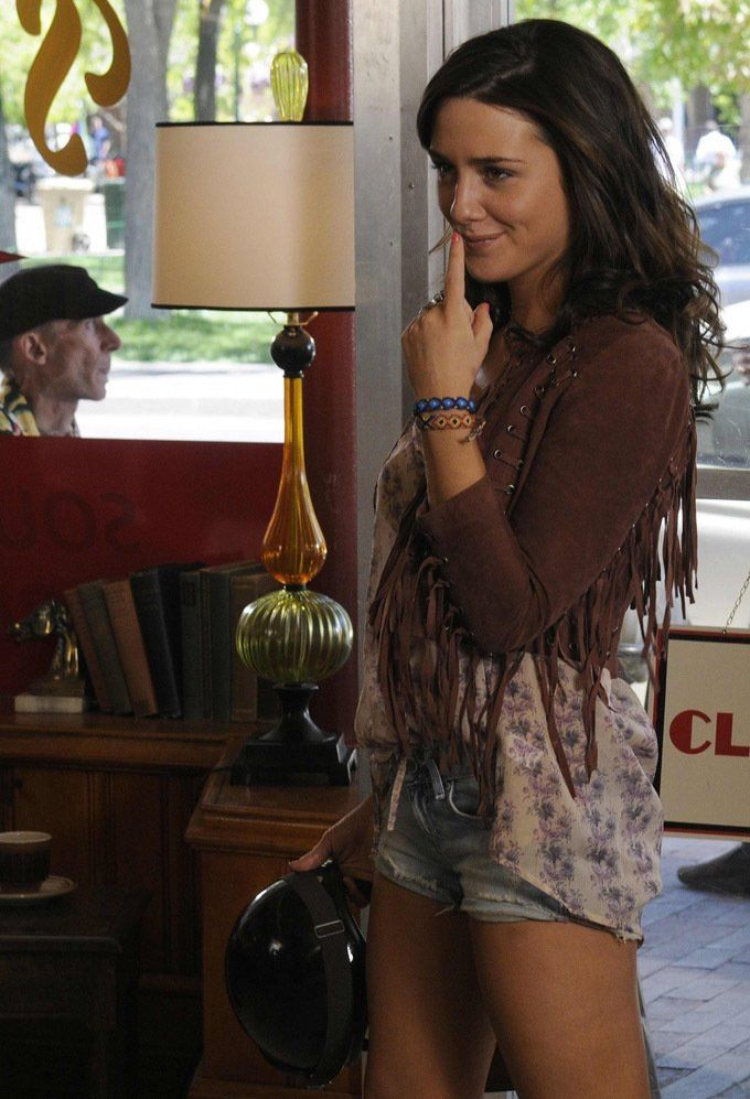 Still of Addison Timlin in Odd Thomas (2013) Her style in this movie is so nice. Like a mix of boho casual and leather chic