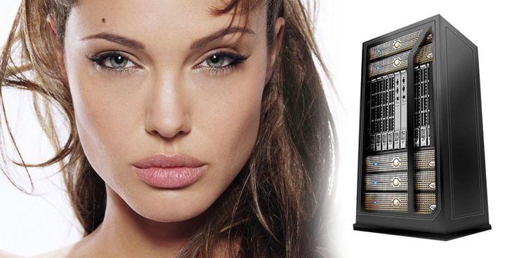 Aquí tenéis una foto de Angelina Jolie y un servidor…