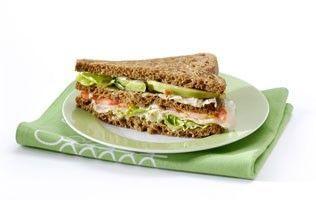 Sandwich met kipfilet, avocado en tomaat met Hollandse sla recept - Brood - Eten Gerechten - Recepten Vandaag