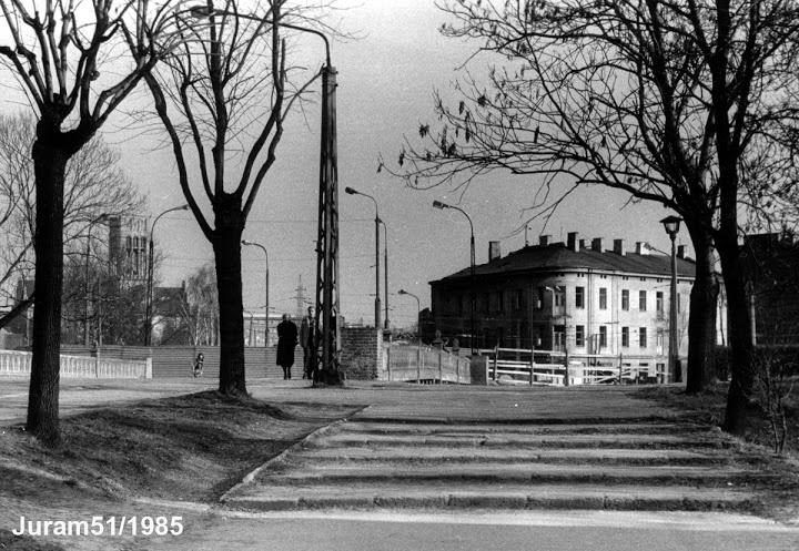 most na Bystrzycy 1985,  i kamienica z barem WZ przy ul. Fabrycznej.