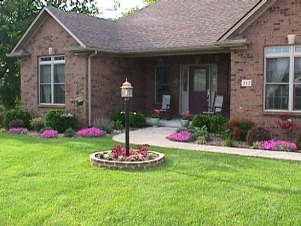 Front yard curb appeal landscaping front yard curb for Front yard decor