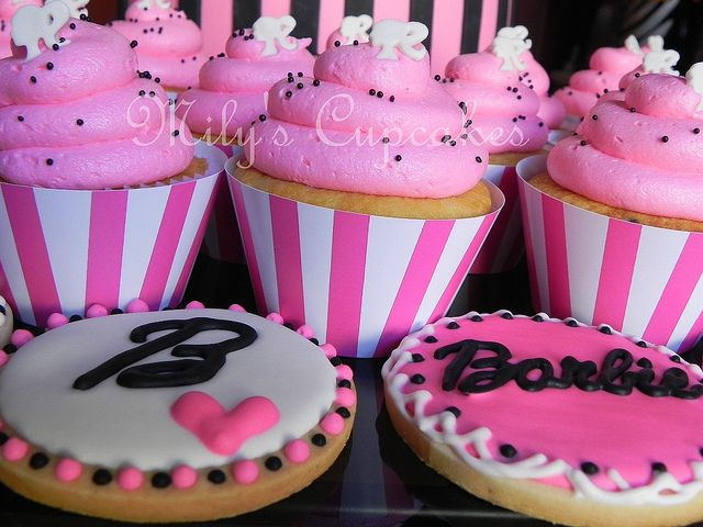 Barbie cupcakes & Cookies
