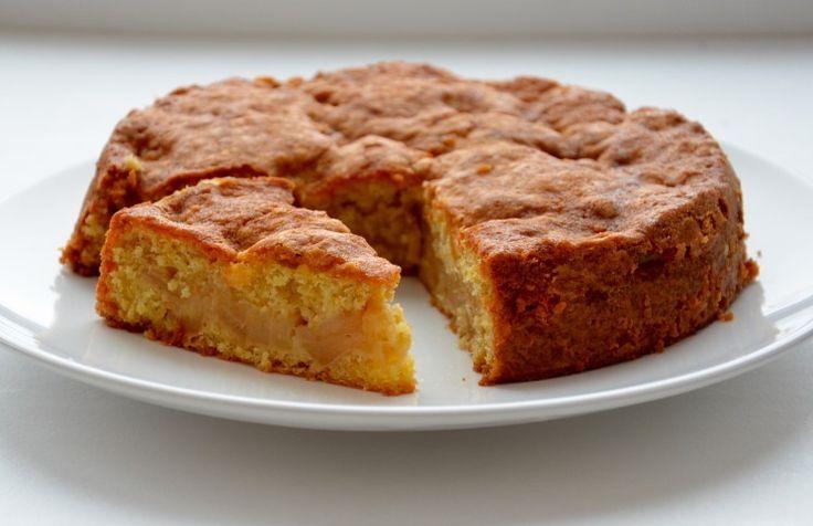 Очень вкусный пирог, нет, не так - ОЧЕНЬ и ОЧЕНЬ вкусный пирог из овсянки и яблок. Он нежный, сочный и такой новый на вкус. Буду повторять много раз, обязательно!