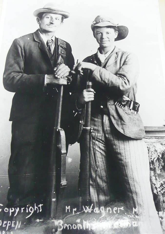Vroue in die AB oorlog:  regs is Jacoba Barett in mansklere, bandelier en met geweer gedurende die Slag van Spioenkop.