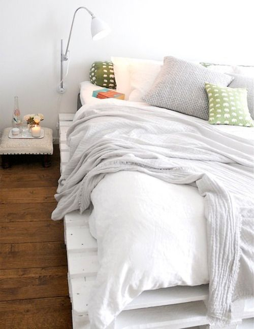 Platform Bed made of painted wooden shipping pallets | Tumblr