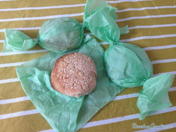 Aprende a preparar polvorones sin gluten con esta rica y fácil receta.  En RecetasGratis.net os enseñamos a elaborar estos polvorones sin gluten a base de harina de...