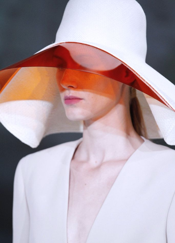 Hussein Chalayan S/S 2013. Repinned by www.fashion.net