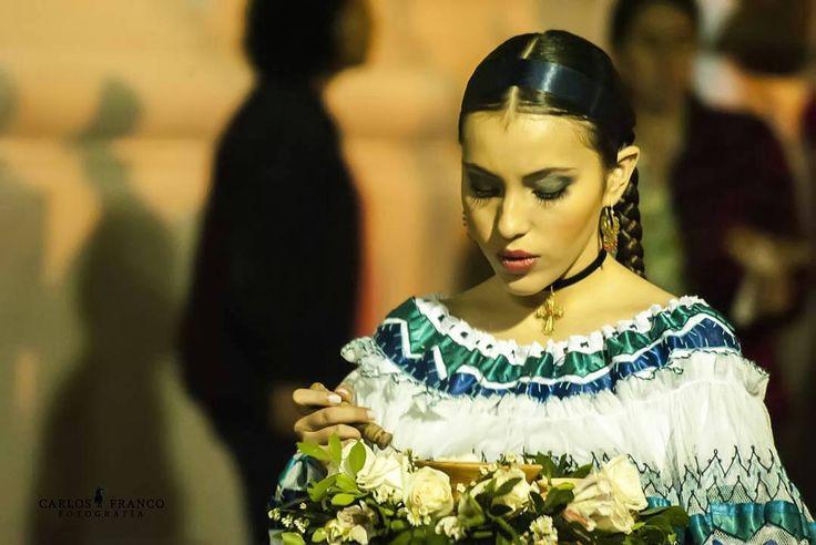 Sahumadora foto de @cafrancophotographer  #PopayánCO  #Popayán  #semanasanta #semana #santa #colombia #sahumadora #pasion #nikongraphi  #nikon