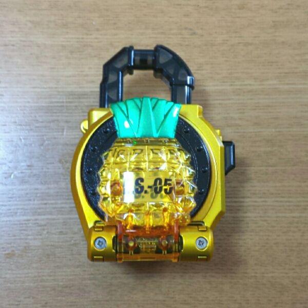 [限定]仮面ライダー鎧武 フレッシュパインロックシード _画像1
