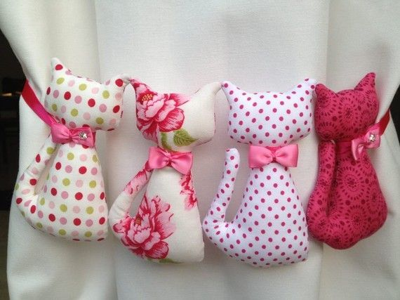 Lots of templates and pillow ideas. Cute!