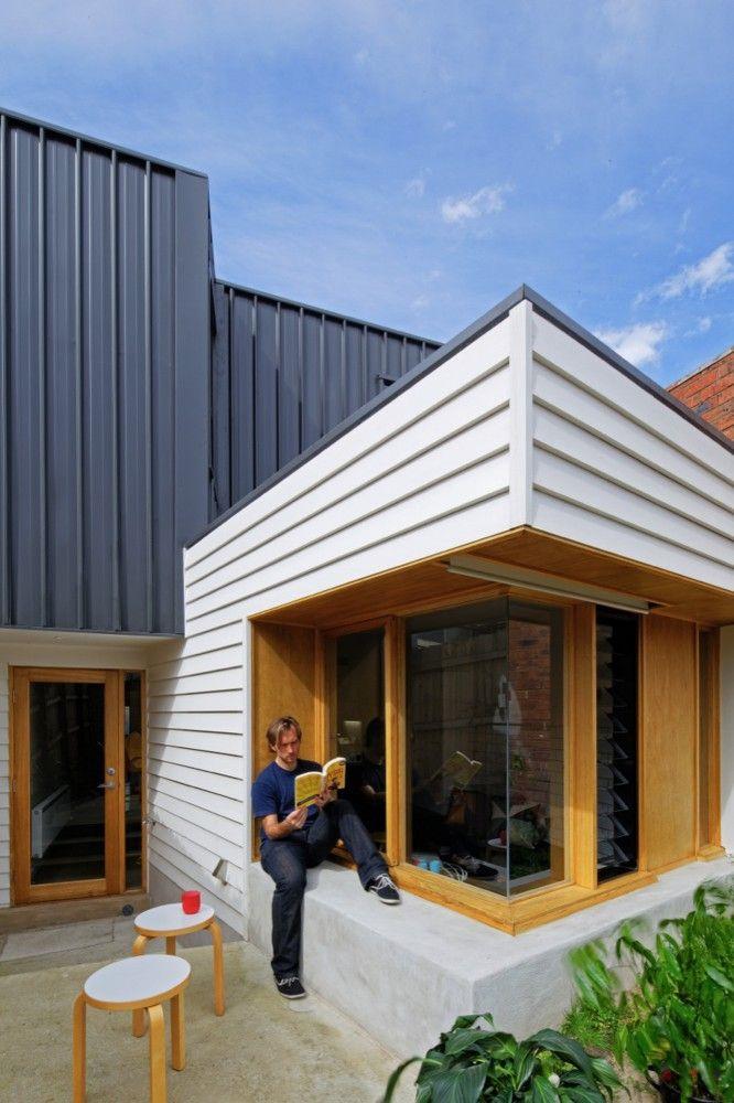 Tang House / 4site Architecture. I like the multi use window ledge.