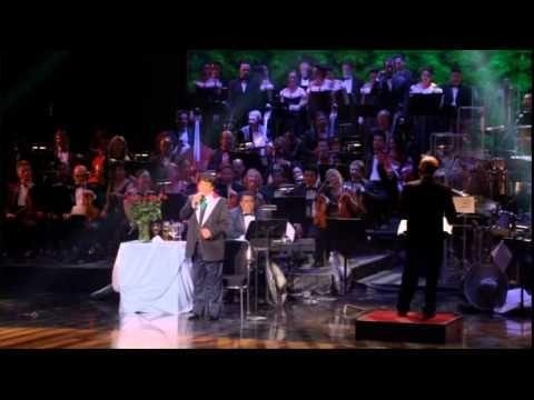 Juan Gabriel celebra 40 años en el Palacio de Bellas Artes