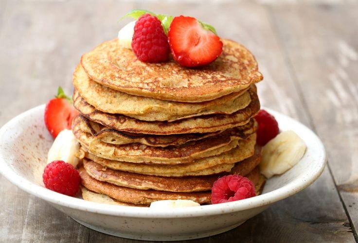 Hei! Håper alle har hatt ei fin palmehelg! Idag er det mandag igjen og sida påska nærmer seg tenkte eg det passa seg å dele sunne, naturlig søte og grove bananpannekaker. Desse er perfekt til påskefrukost, lunsj, kveldsmat, turmat eller berre som noko søtt og godt til ettermiddagskaffien 🙂 Modne bananer gir naturlig sødme i …