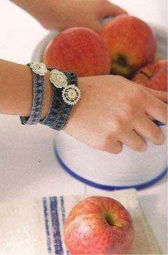 braccialetti fatti con l`orlo dei jeans  http://www.facebook.com/pages/Creative-Recycling-Ideas-Riciclo-Creativo-idee-fai-da-te/106489779448377