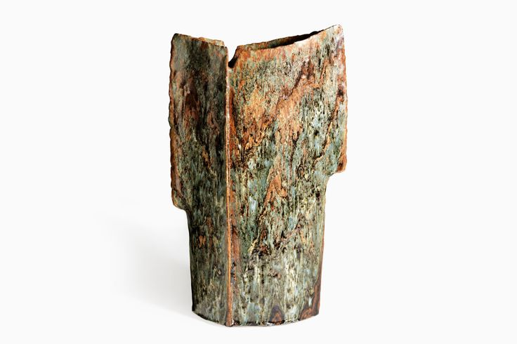 The Square Vase is a stunningly bold and beautiful piece from renowned midcentury Norwegian ceramist, Erik Pløen.