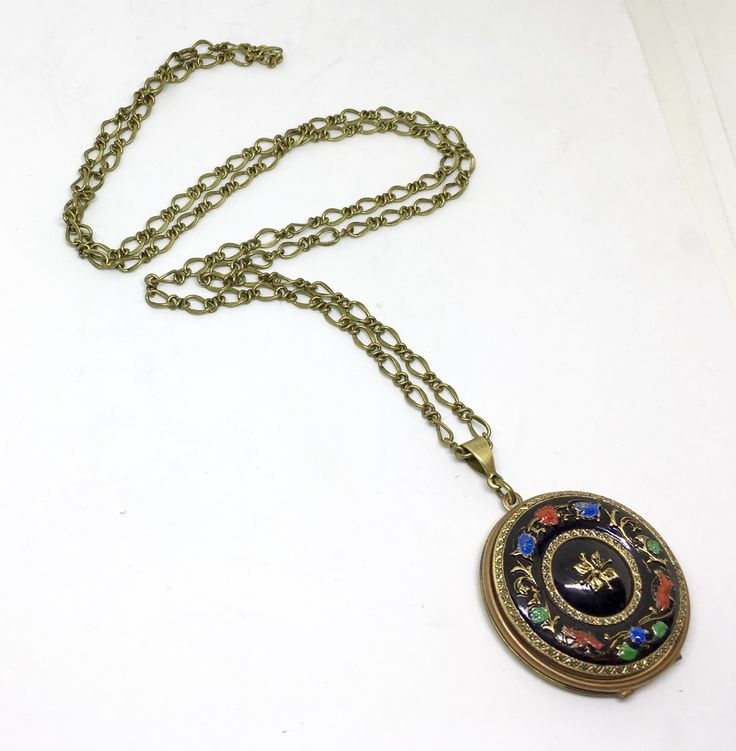 FUF 1-12-18 B'Sue locket and German glass cab and bail.