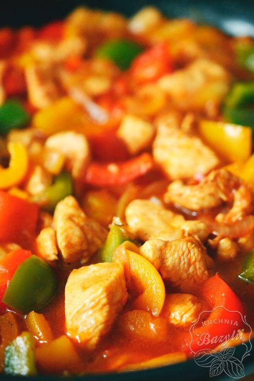 Kurczak z papryką, ananasem i ryżem gościł w moimmenu szczególnie w czasach studenckich… jednak do mięsa