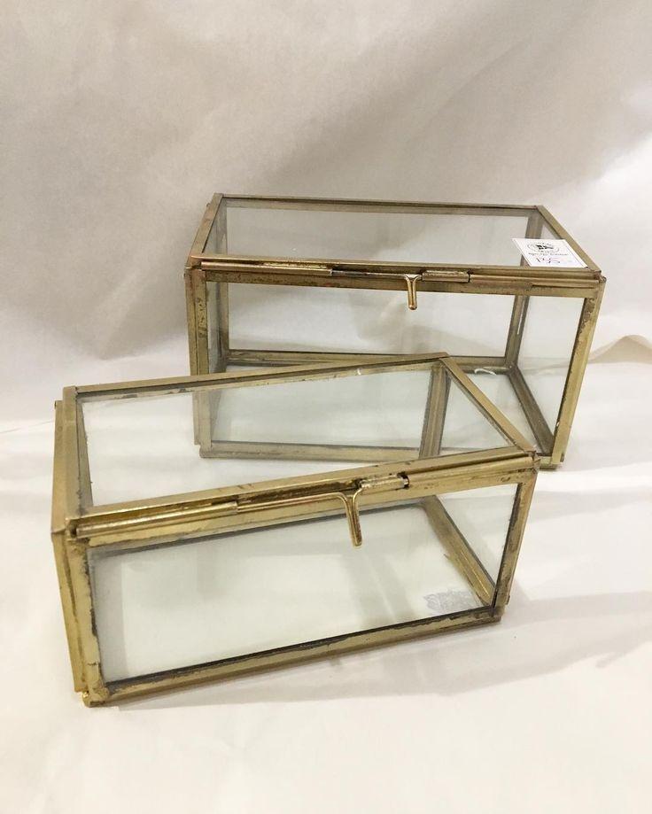 Förvaringsboxar i mässing/glas. 13,5x7x7cm kostar 95:- och 16x9x9cm kostar 135:-. ✨🌟