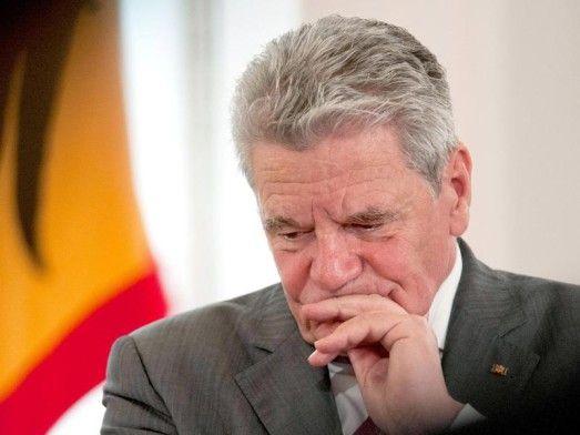 """Will nicht mehr weitermachen: Bundespräsident Joachim Gauck. Foto: Maurizio Gambarini, dpa  Gauck kandidiert nicht erneut für Bundespräsidentenamt Es kommt wie seit dem Wochenende erwartet: Bundespräsident Gauck macht Anfang 2017 nach einer Amtszeit Schluss - er wisse nicht, ob seine """"Energie und Vitalität"""" noch einmal für fünf Jahre reichen. Die Parteien müssen nun die Nachfolge regeln - keine leichte Aufgabe."""