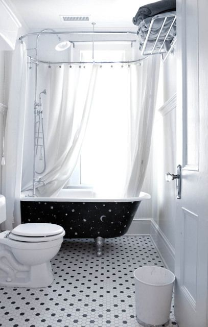 Vintage bathroom in a beautiful victorian home built in for Built in clawfoot tub