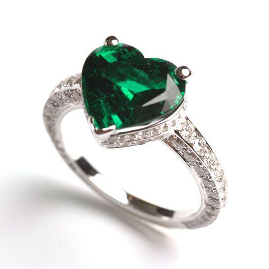 Henri J.Sillam Bague coeur en émeraude de 3.58 carats, 128 diamants blancs sur or blanc,
