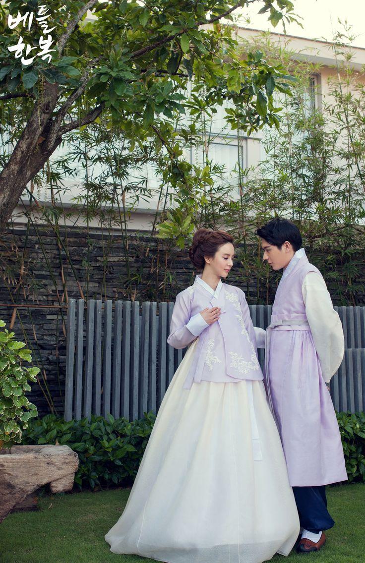#wedding #marriage #photo #snap Korean traditional clothes 신랑신부한복의 놀라운 변신을 체험해보셨으면 좋겠습니다~ 함게 색감을 맞춰 입는다는 것은 많은 분들의 로망이 아니겠어요~?^^