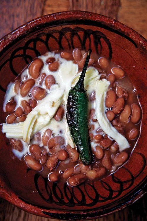 Frijoles de olla con queso Oxaca y un Chile asado. Beans with Oaxaca cheese and a fried chile. Yummiiee