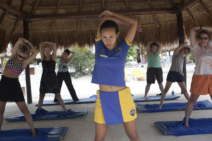 Before exercising it is important to stretch. #Iberostar #Starfriends #sports #stretch #music #health #relax #feelgood