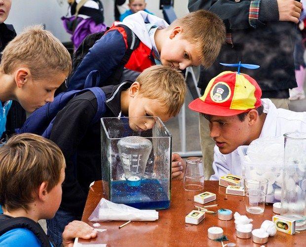 #gifted #dansk De højtbegavede elever på Horsens Byskole er især interesserede i naturvidenskab, og derfor laver to lærere særlige forløb indenfor it og fy...