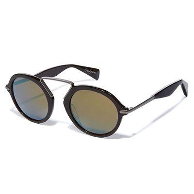Occhiali da sole dalla forma arrotondata in stile giapponese, montatura grigio scuro e lenti colorate. Yohji Yamamoto - 360 Euro - Spese di spedizione incluse
