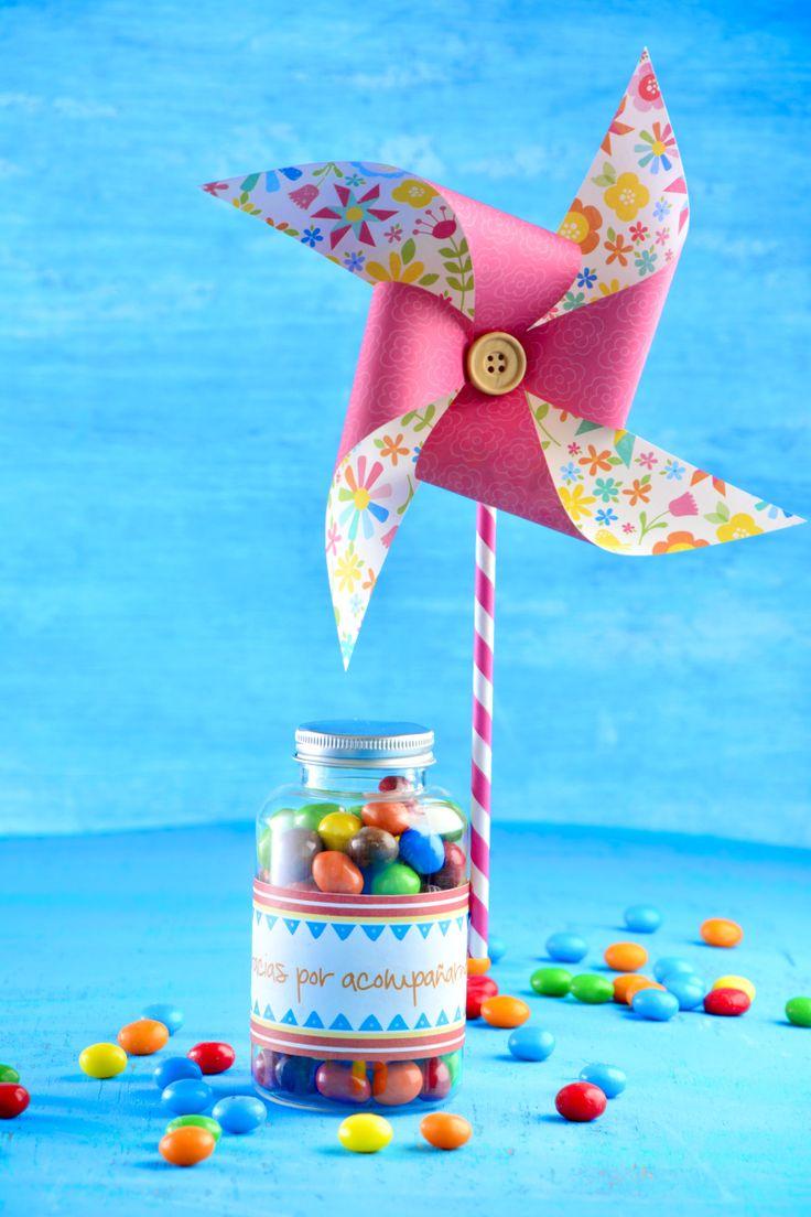 ¿Éstas preparando una fiesta infantil? Te tenemos el paso a paso para crear un bonito recuerdo de tu evento. Aquí te enseñaremos a crear un rehilete en origami, aparte de quedar padrísimo, es una actividad que puedes hacer con tus hijos.
