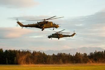 457 - Poland - Army Mil Mi-24D photo (61 views)