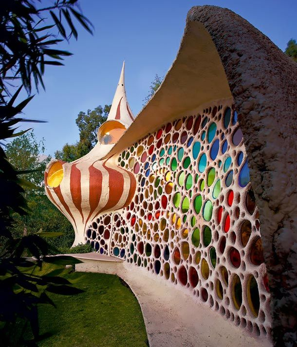 colourful seashell house in Mexico City