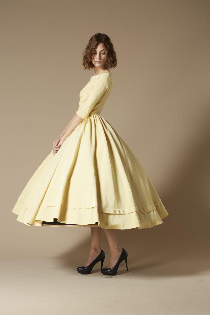 Yves yellow mid-caf dress. Robe jaune beurre frais Yves.